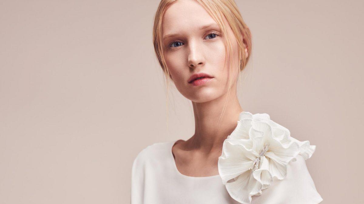 Bridal Flower Brooch White by Magdalena Mayrock Berlin