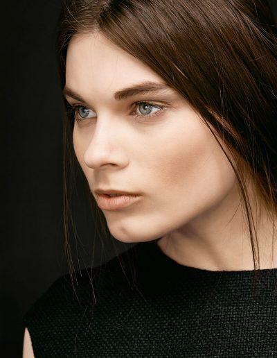 Schwarzes Designer Etuikleid aus Wildseide von Magdalena Mayrock Berlin