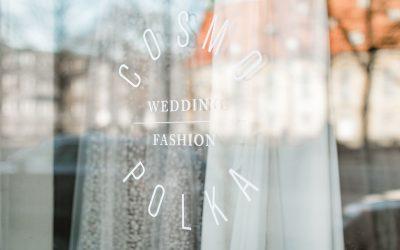Nachhaltige Designer Brautmode in Hannover – in unserem Interview mit COSMOPOLKA Inhaberin Magdalena Mzyk erfahrt Ihr alles über die Besonderheit Ihres Bridal Shops